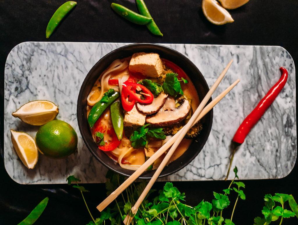 tajska zupa z żółtym curry